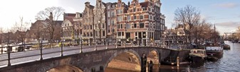 Combine your visit to the Anne Frank House with a Canal Cruise!